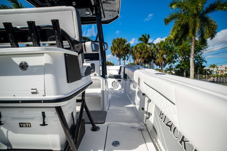 Thumbnail 17 for New 2021 Blackfin 252CC boat for sale in West Palm Beach, FL
