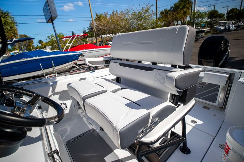 Thumbnail 34 for New 2021 Blackfin 252CC boat for sale in West Palm Beach, FL