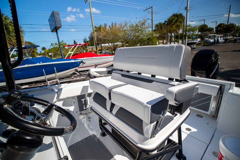 Thumbnail 33 for New 2021 Blackfin 252CC boat for sale in West Palm Beach, FL
