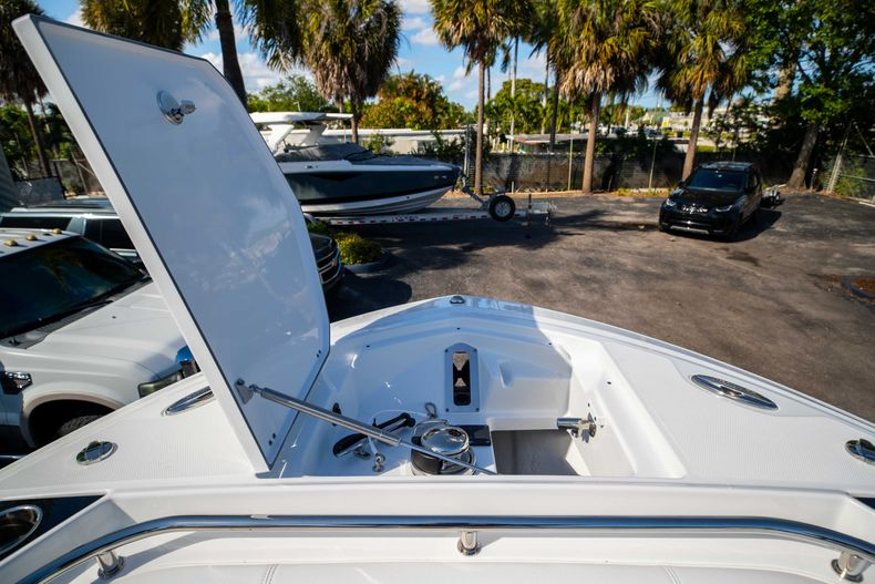 Thumbnail 42 for New 2021 Blackfin 252CC boat for sale in West Palm Beach, FL