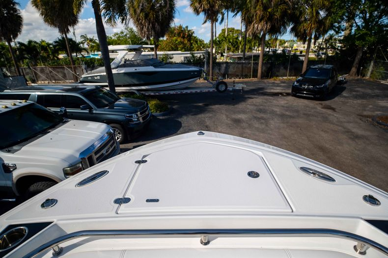 Thumbnail 41 for New 2021 Blackfin 252CC boat for sale in West Palm Beach, FL