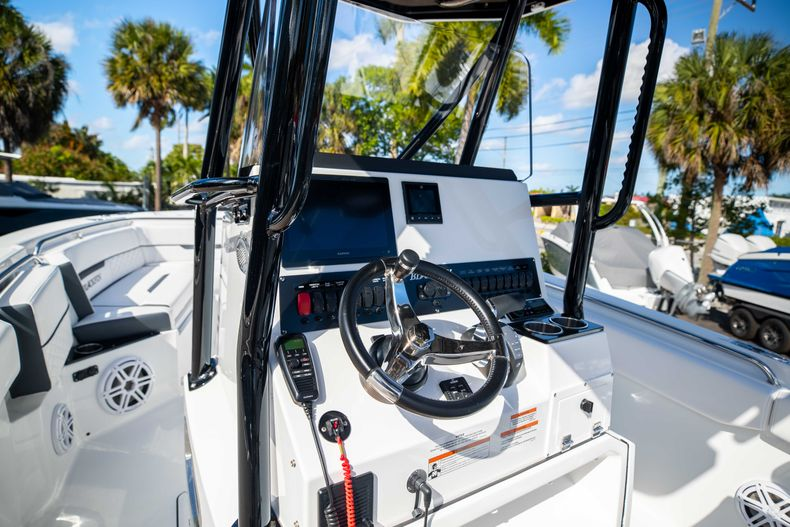 Thumbnail 31 for New 2021 Blackfin 252CC boat for sale in West Palm Beach, FL
