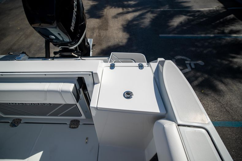 Thumbnail 13 for New 2021 Blackfin 252CC boat for sale in West Palm Beach, FL