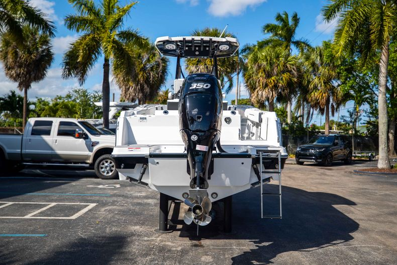 Thumbnail 6 for New 2021 Blackfin 252CC boat for sale in West Palm Beach, FL