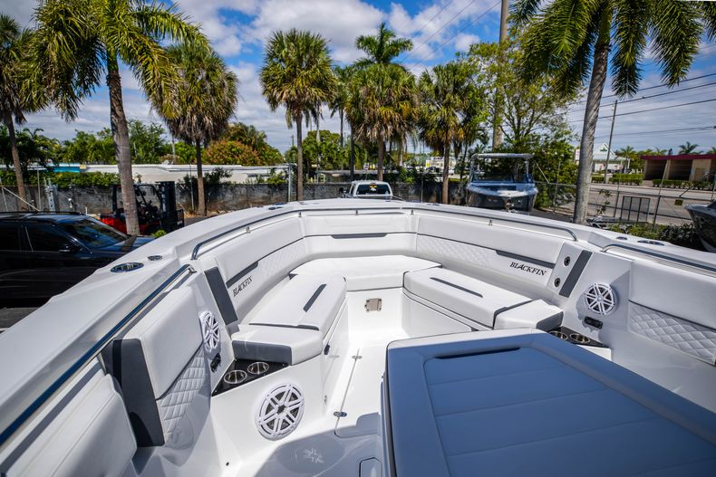 Thumbnail 24 for New 2021 Blackfin 332CC boat for sale in West Palm Beach, FL