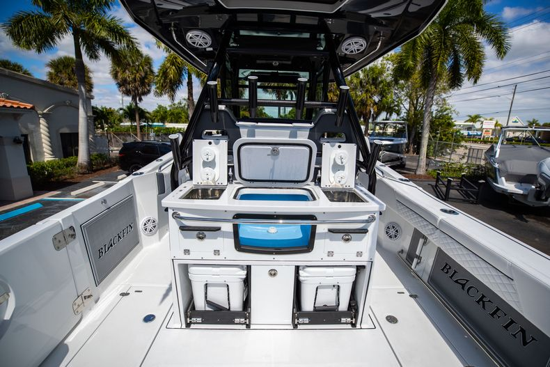 Thumbnail 13 for New 2021 Blackfin 332CC boat for sale in West Palm Beach, FL