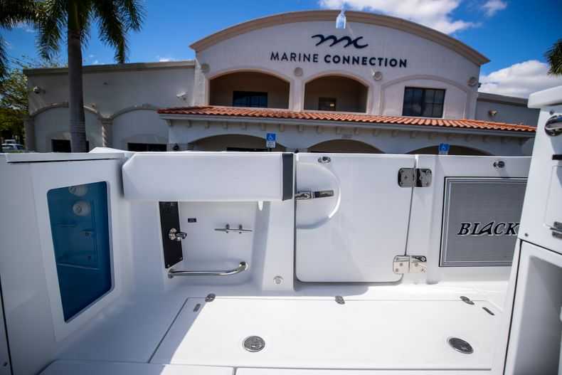 Thumbnail 15 for New 2021 Blackfin 332CC boat for sale in West Palm Beach, FL