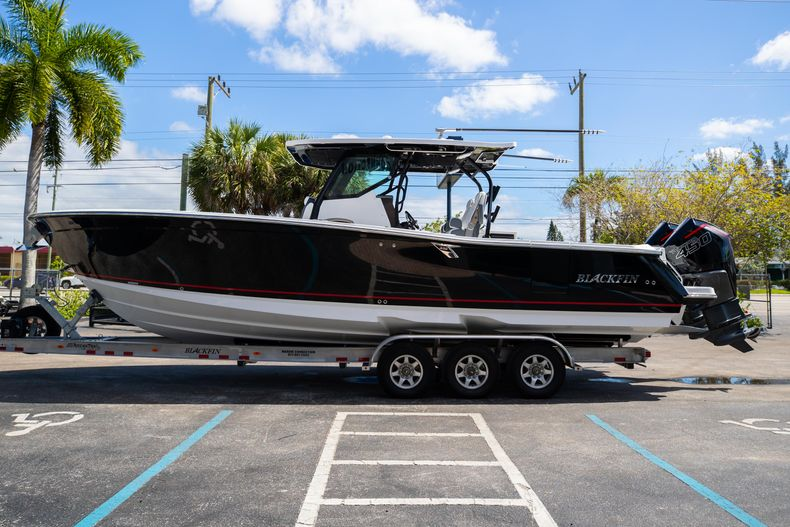 Thumbnail 4 for New 2021 Blackfin 332CC boat for sale in West Palm Beach, FL