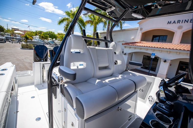 Thumbnail 22 for New 2021 Blackfin 332CC boat for sale in West Palm Beach, FL