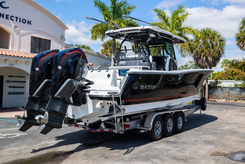 Thumbnail 7 for New 2021 Blackfin 332CC boat for sale in West Palm Beach, FL