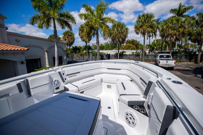 Thumbnail 23 for New 2021 Blackfin 332CC boat for sale in West Palm Beach, FL