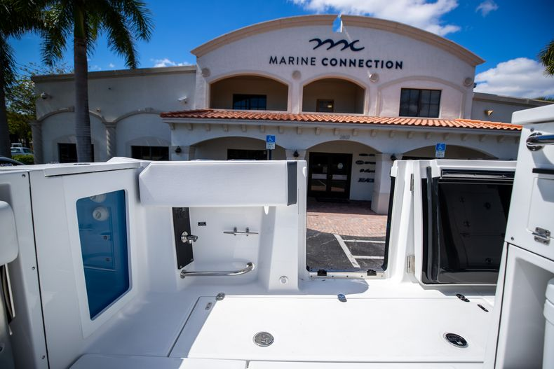 Thumbnail 16 for New 2021 Blackfin 332CC boat for sale in West Palm Beach, FL