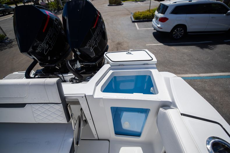 Thumbnail 11 for New 2021 Blackfin 332CC boat for sale in West Palm Beach, FL