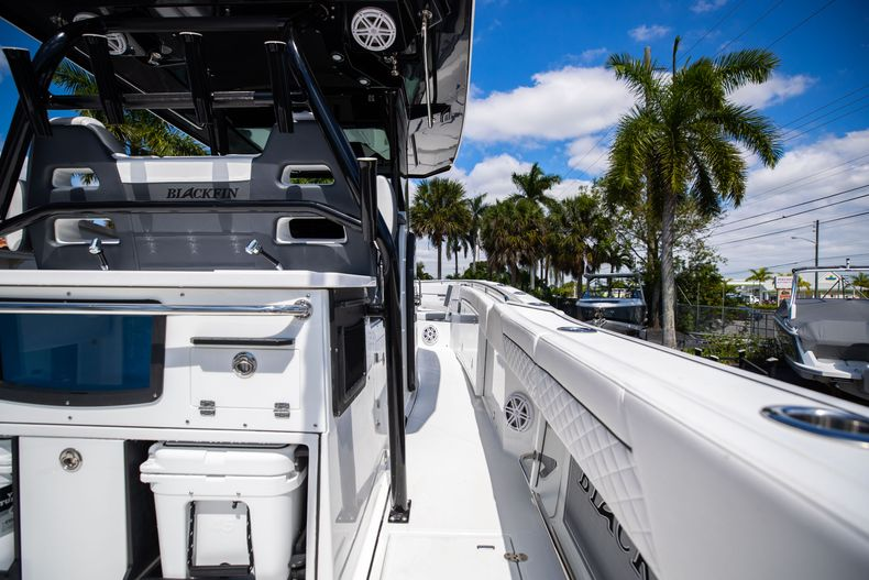 Thumbnail 12 for New 2021 Blackfin 332CC boat for sale in West Palm Beach, FL