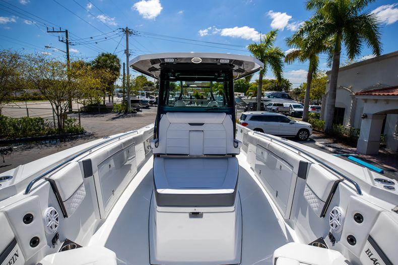 Thumbnail 25 for New 2021 Blackfin 332CC boat for sale in West Palm Beach, FL