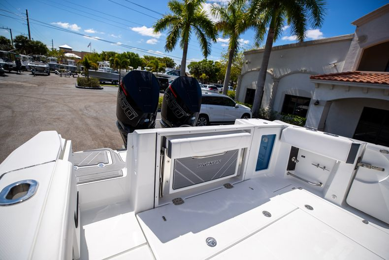 Thumbnail 9 for New 2021 Blackfin 332CC boat for sale in West Palm Beach, FL