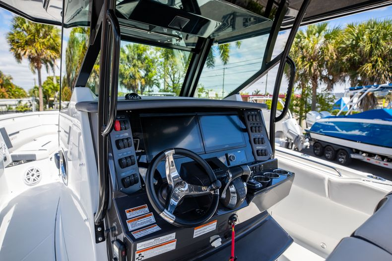 Thumbnail 20 for New 2021 Blackfin 332CC boat for sale in West Palm Beach, FL