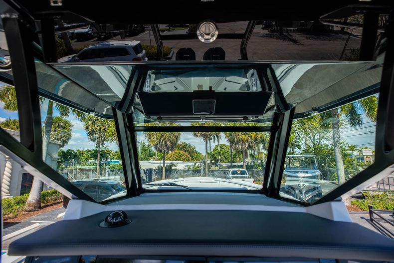 Thumbnail 19 for New 2021 Blackfin 332CC boat for sale in West Palm Beach, FL