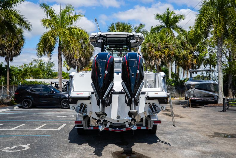 Thumbnail 6 for New 2021 Blackfin 332CC boat for sale in West Palm Beach, FL