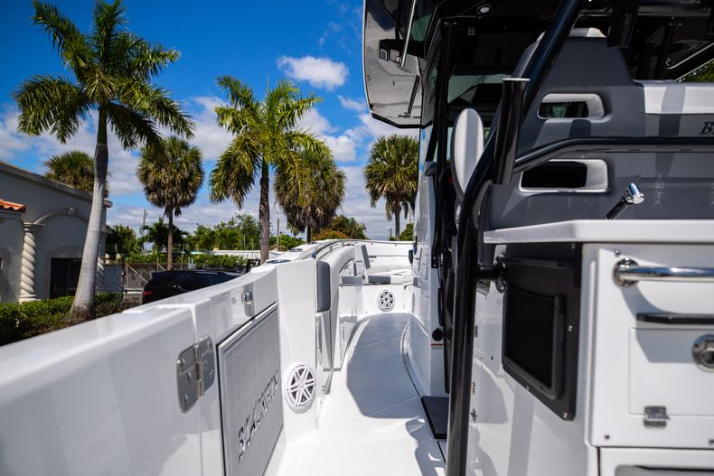 Thumbnail 17 for New 2021 Blackfin 332CC boat for sale in West Palm Beach, FL
