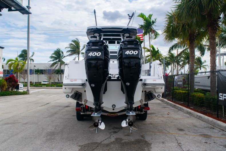 Thumbnail 6 for Used 2020 Blackfin 332CC boat for sale in Fort Lauderdale, FL
