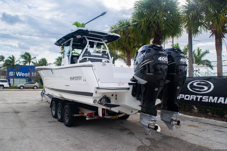Thumbnail 5 for Used 2020 Blackfin 332CC boat for sale in Fort Lauderdale, FL