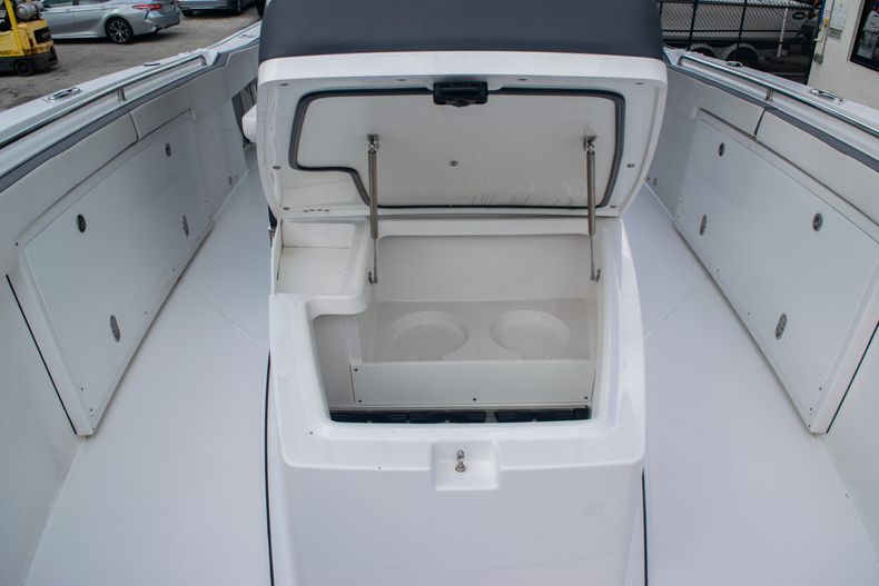 Thumbnail 50 for Used 2020 Blackfin 332CC boat for sale in Fort Lauderdale, FL