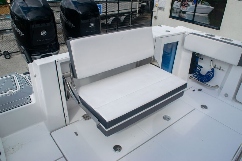Thumbnail 14 for Used 2020 Blackfin 332CC boat for sale in Fort Lauderdale, FL