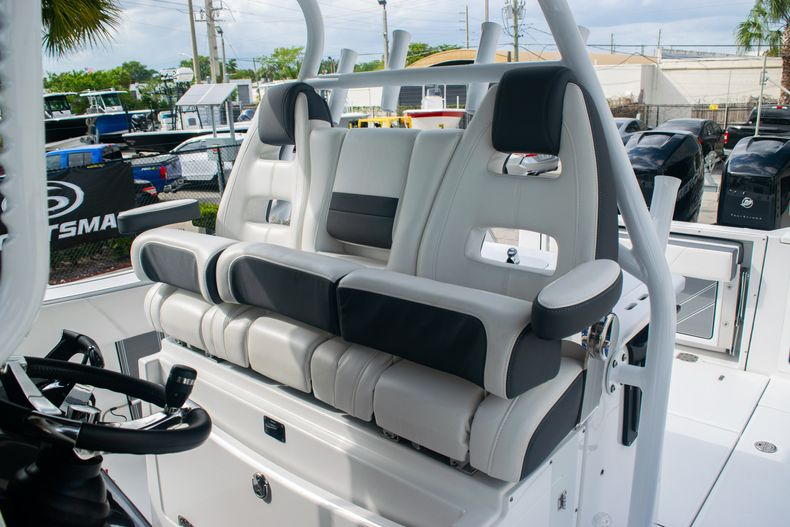 Thumbnail 28 for Used 2020 Blackfin 332CC boat for sale in Fort Lauderdale, FL