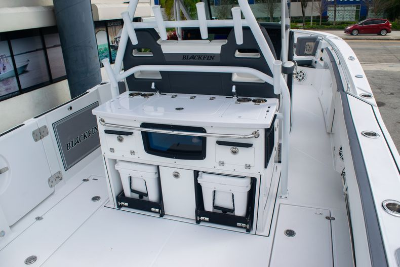 Thumbnail 10 for Used 2020 Blackfin 332CC boat for sale in Fort Lauderdale, FL