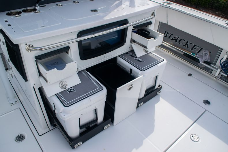 Thumbnail 22 for Used 2020 Blackfin 332CC boat for sale in Fort Lauderdale, FL