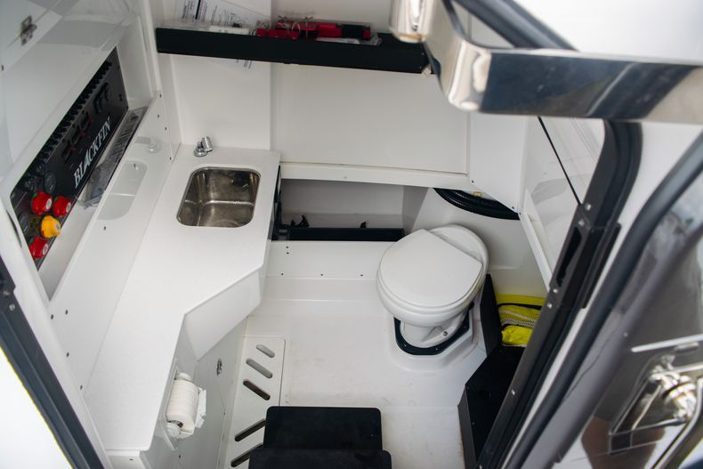 Thumbnail 38 for Used 2020 Blackfin 332CC boat for sale in Fort Lauderdale, FL