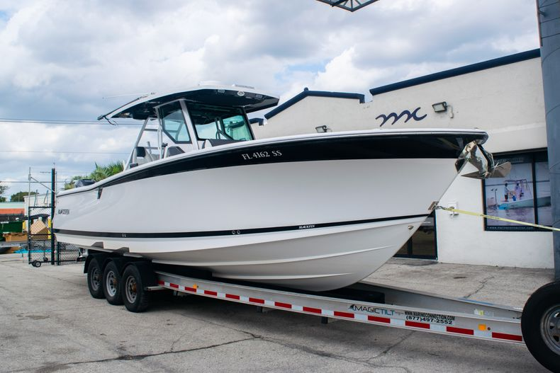 Thumbnail 1 for Used 2020 Blackfin 332CC boat for sale in Fort Lauderdale, FL
