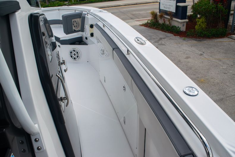 Thumbnail 43 for Used 2020 Blackfin 332CC boat for sale in Fort Lauderdale, FL