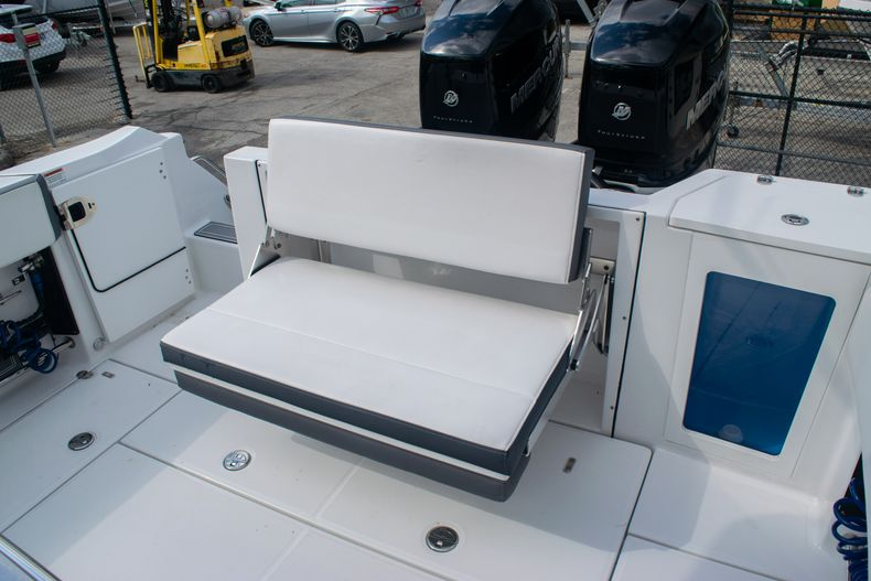 Thumbnail 13 for Used 2020 Blackfin 332CC boat for sale in Fort Lauderdale, FL