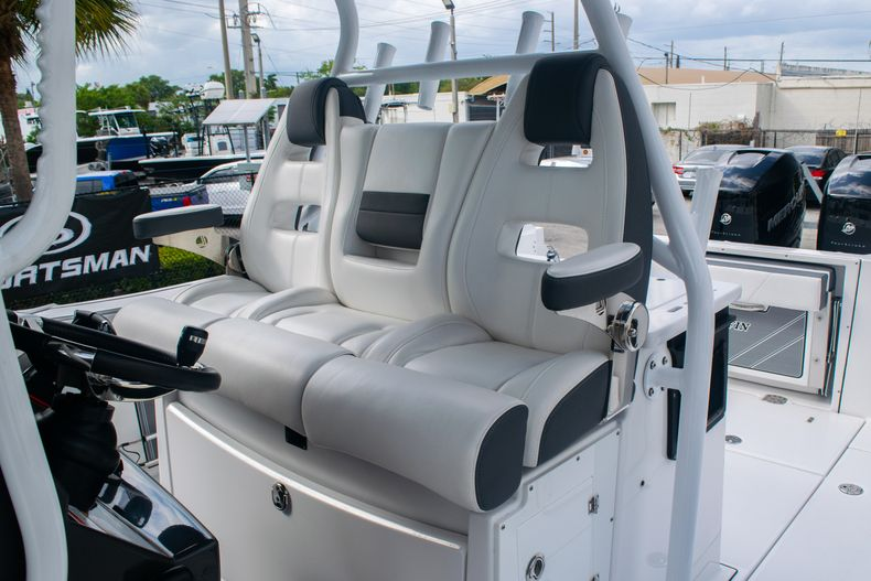 Thumbnail 26 for Used 2020 Blackfin 332CC boat for sale in Fort Lauderdale, FL