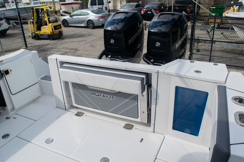 Thumbnail 12 for Used 2020 Blackfin 332CC boat for sale in Fort Lauderdale, FL