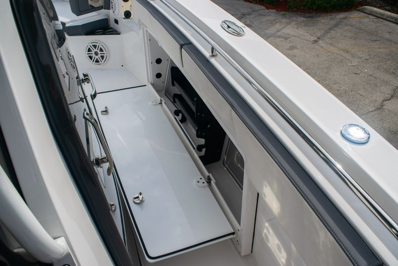 Thumbnail 44 for Used 2020 Blackfin 332CC boat for sale in Fort Lauderdale, FL