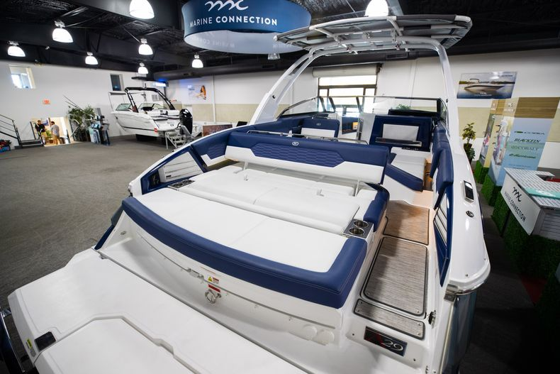 Thumbnail 8 for New 2021 Cobalt A29 boat for sale in Aventura, FL
