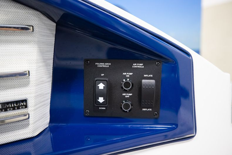 Thumbnail 12 for New 2021 Cobalt A29 boat for sale in Aventura, FL