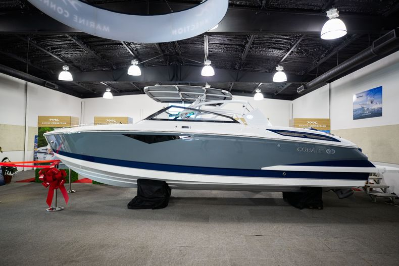 Thumbnail 2 for New 2021 Cobalt A29 boat for sale in Aventura, FL