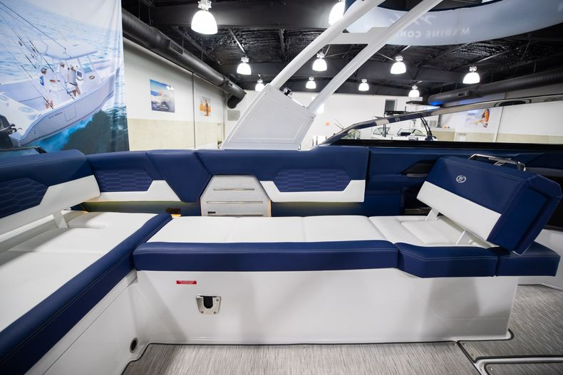 Thumbnail 19 for New 2021 Cobalt A29 boat for sale in Aventura, FL