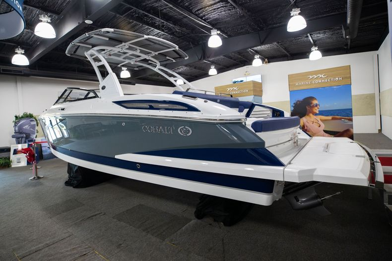 Thumbnail 5 for New 2021 Cobalt A29 boat for sale in Aventura, FL