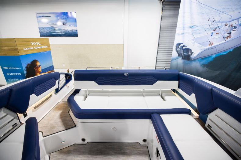 Thumbnail 16 for New 2021 Cobalt A29 boat for sale in Aventura, FL