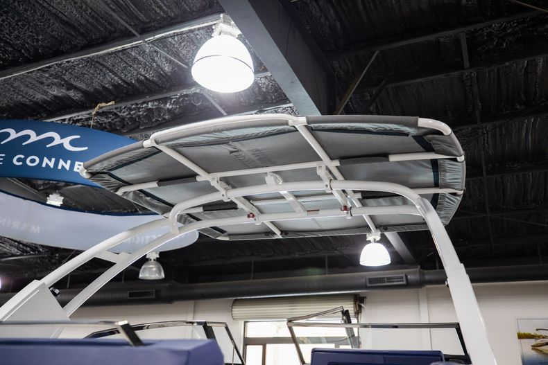Thumbnail 6 for New 2021 Cobalt A29 boat for sale in Aventura, FL