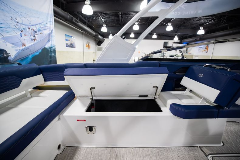 Thumbnail 20 for New 2021 Cobalt A29 boat for sale in Aventura, FL