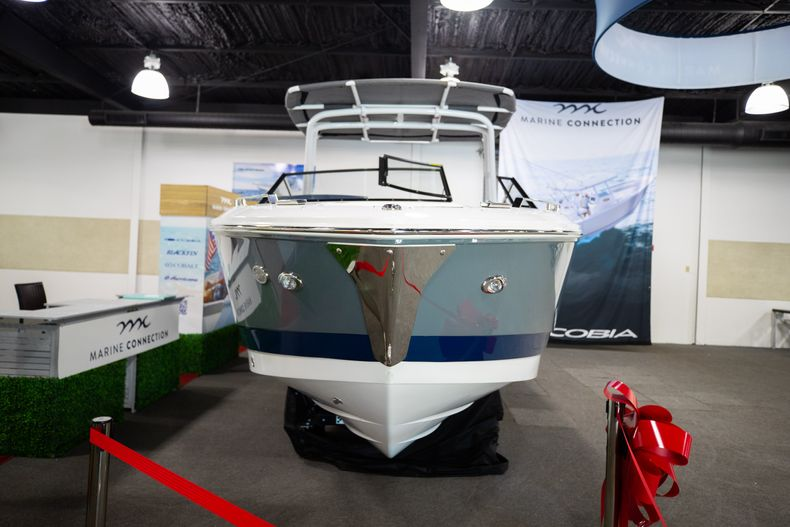 Thumbnail 4 for New 2021 Cobalt A29 boat for sale in Aventura, FL
