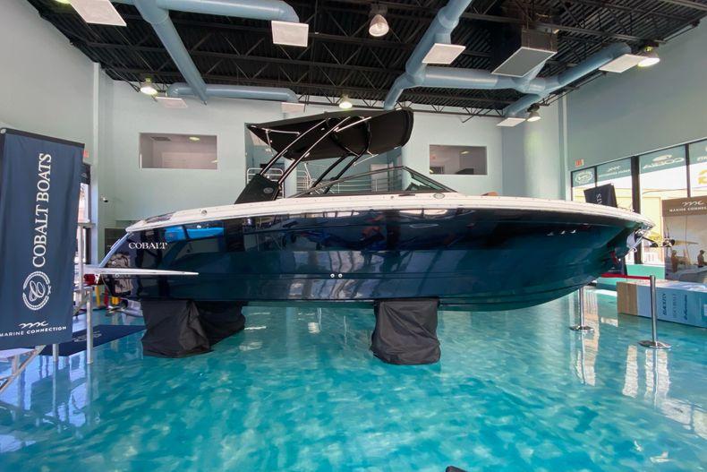Thumbnail 4 for New 2021 Cobalt R8 boat for sale in Aventura, FL