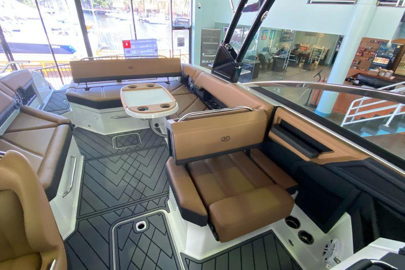 Thumbnail 22 for New 2021 Cobalt R8 boat for sale in Aventura, FL