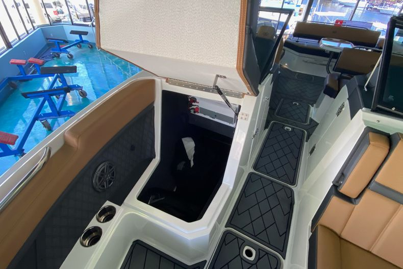 Thumbnail 28 for New 2021 Cobalt R8 boat for sale in Aventura, FL